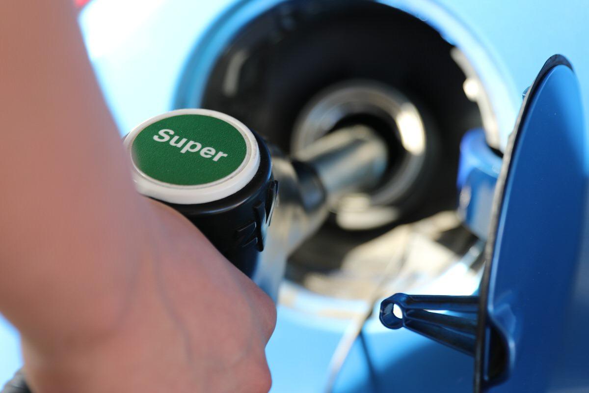 高校生におすすめなバイト⑧:ガソリンスタンド店員